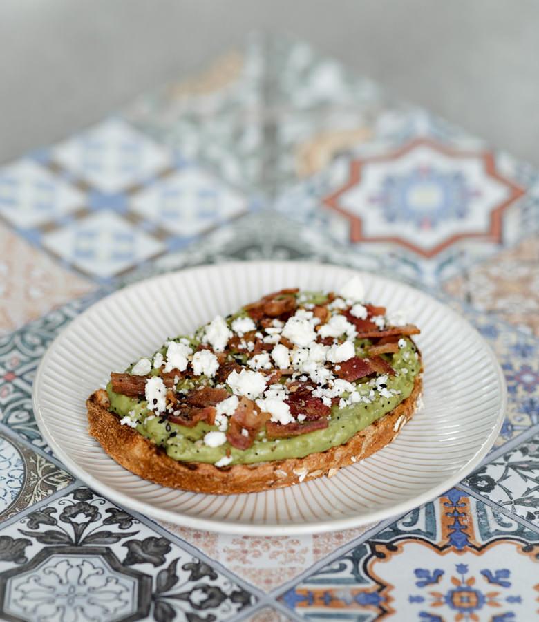 avocado toast front_